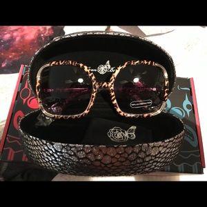 Brand new pair of oversized sunglasses